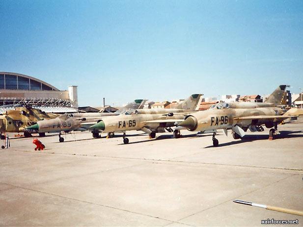 Dos aviones MiG chocan en Argelia, los pilotos muertos